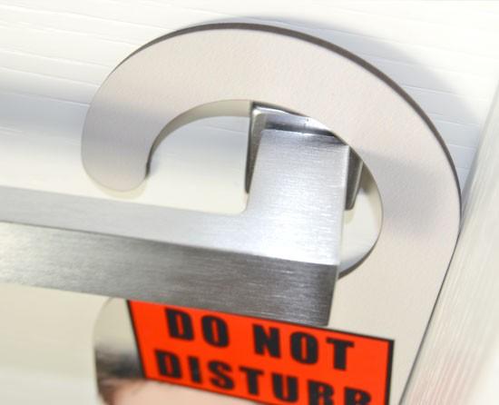Cartello non disturbare - Dettaglio gancio