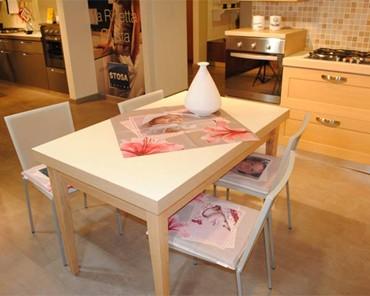 tavolo per cucina con centrotavola personalizzato con foto