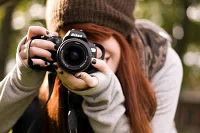 ragazza-con-macchina-fotografica