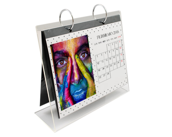 calendario personalizzato con base in plexiglass